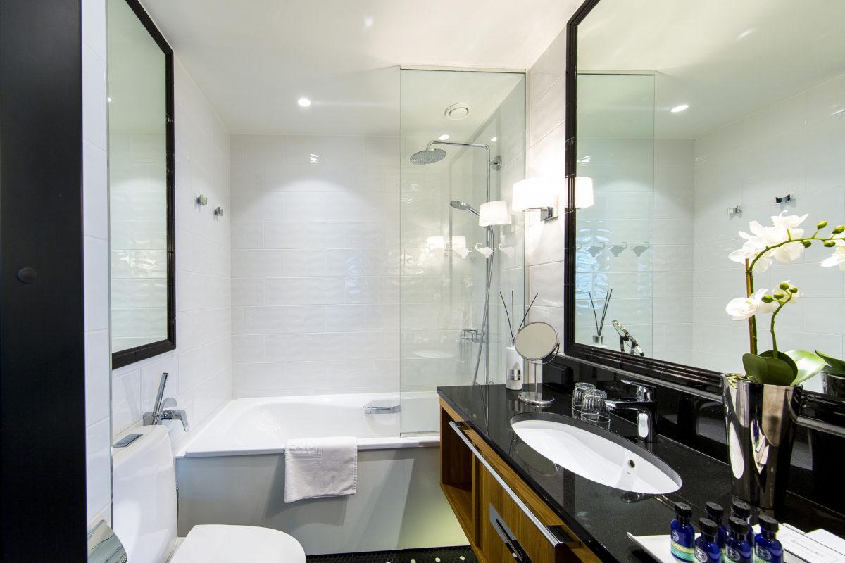 Hotel Lilla Roberts – Lux kylpyhuone