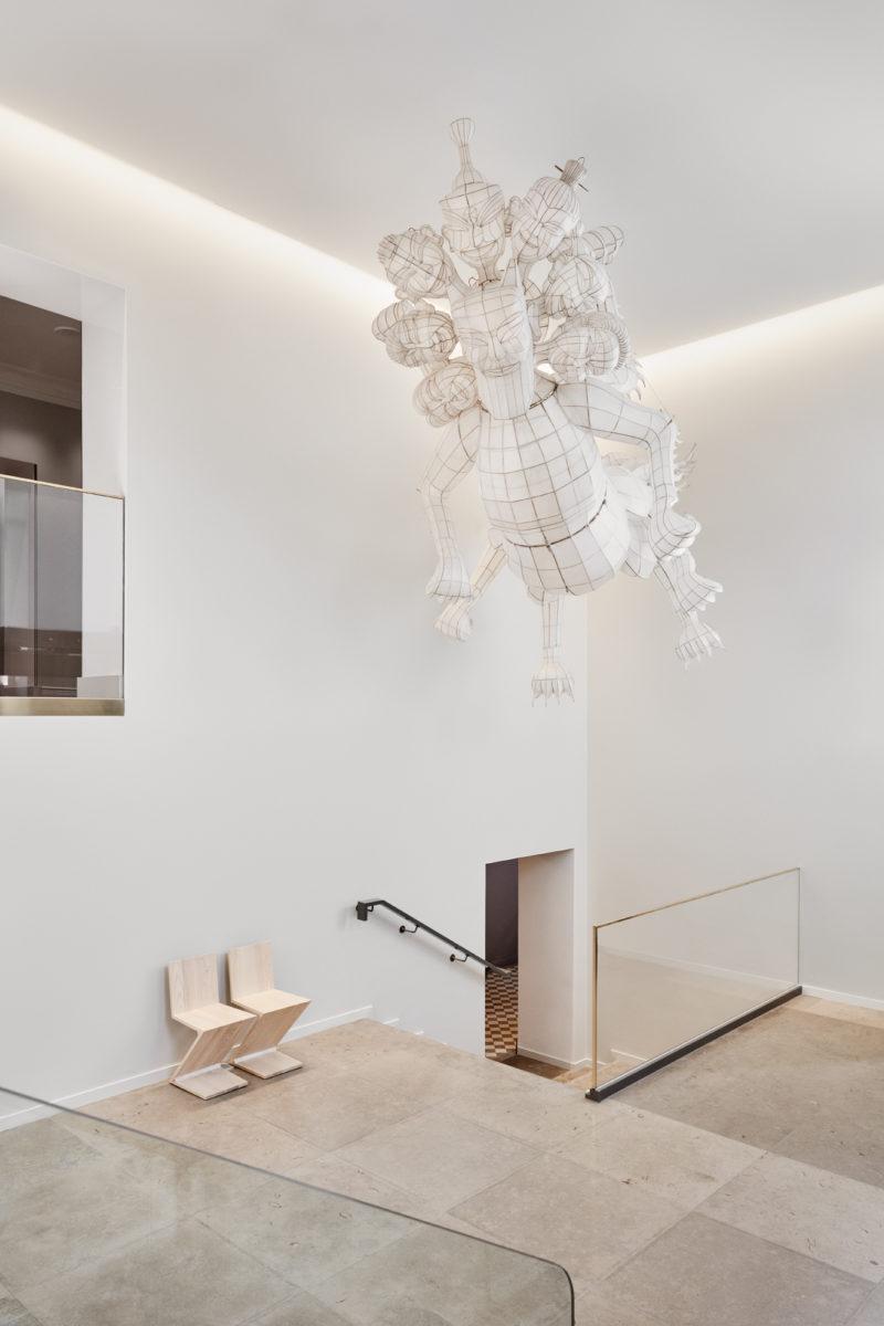 Hotel St. Georgen aulassa tervehtii Ai WeiWein taideteos, Tianwu.